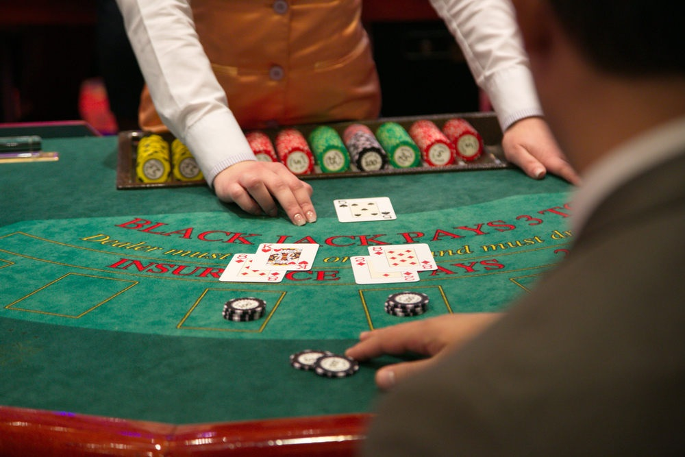 The easiest method to Play On-line Poker Against a Bluffer