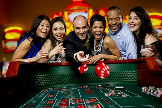 How to maintain good health while playing casino games online?